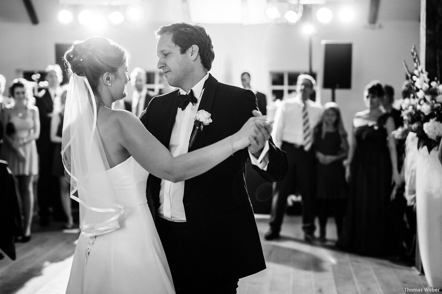 Hochzeitsfotograf Rastede: Kirchliche Trauung in der St. Ulrichs Kirche Rastede und Hochzeitsfeier in der Eventscheune St Georg Rastede mit dem Catering von Split Food (Michael Niebuhr) aus Oldenburg (51)