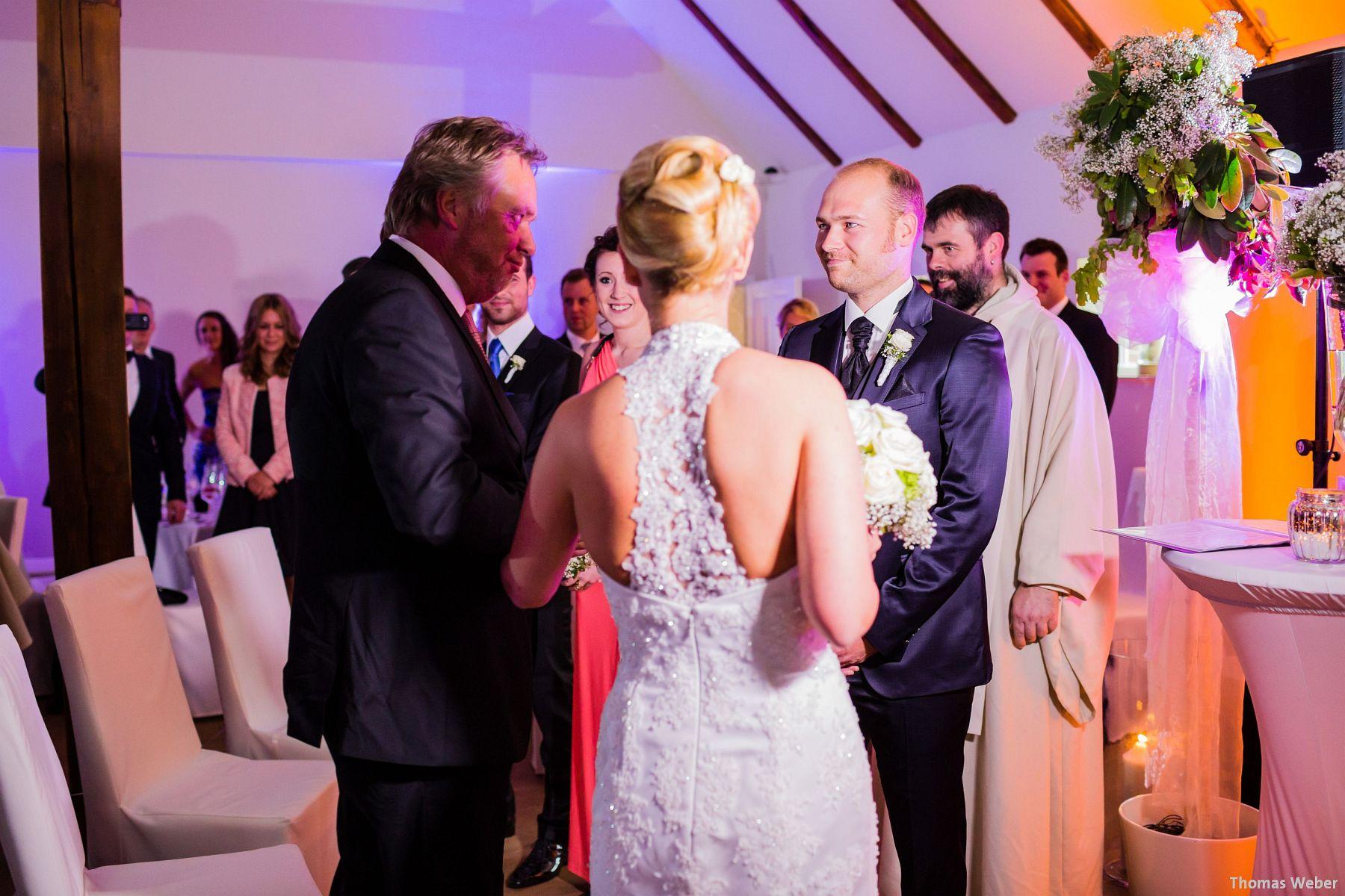 Hochzeitsfotograf Oldenburg: Hochzeit in der Eventscheune St. Georg in Rastede (44)