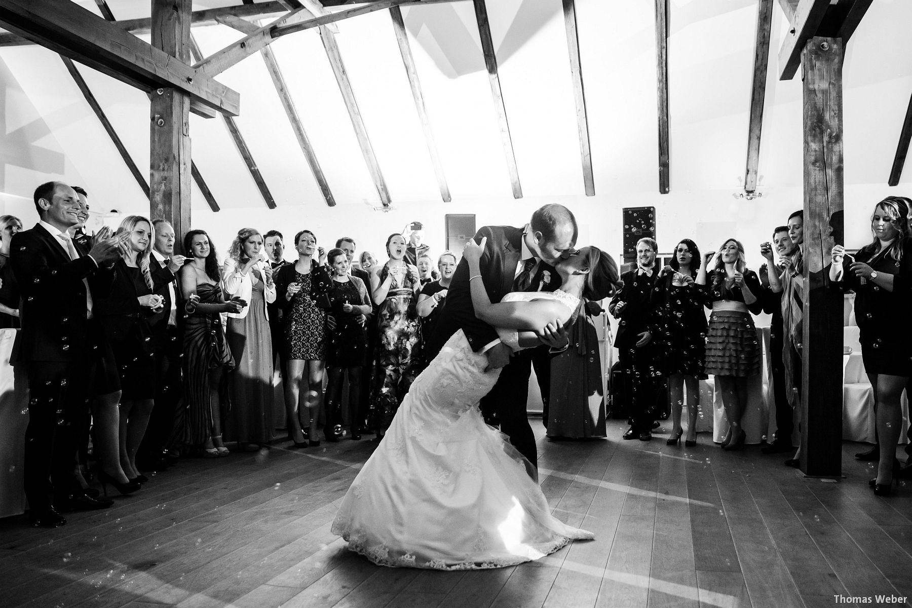 Hochzeitsfotograf Oldenburg: Hochzeit in der Eventscheune St. Georg in Rastede (80)