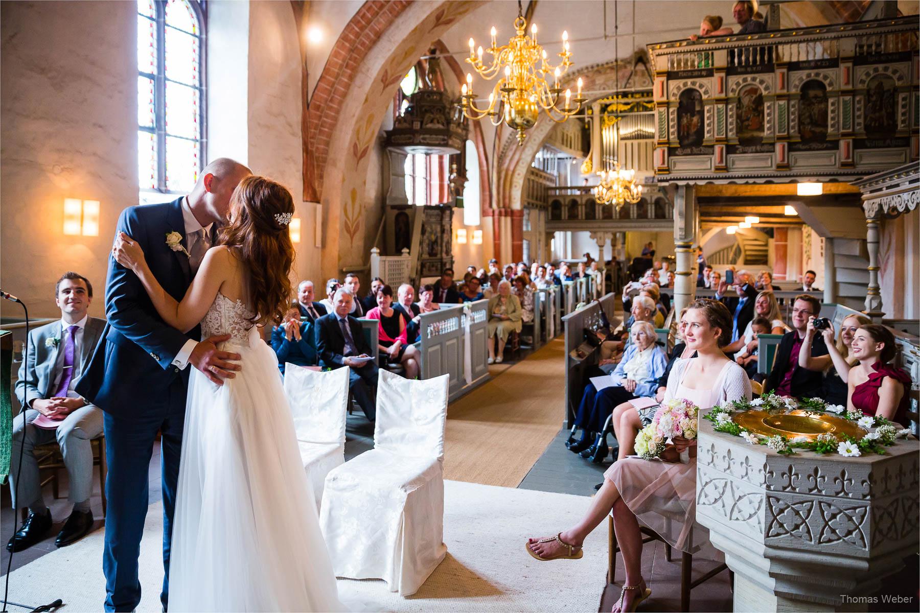 Kirchliche Trauung in der St.-Johannes-Kirche in Bad Zwischenahn, Hochzeitsfotograf Oldenburg, Thomas Weber