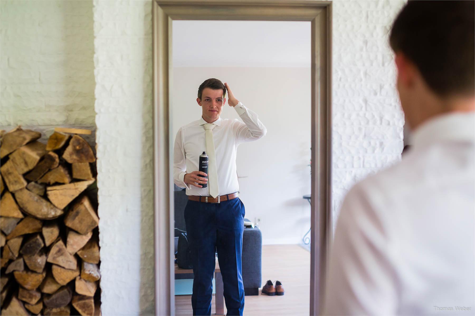 Vorbereitung des Bräutigams auf die Hochzeit, Hochzeitsfotograf Oldenburg, Thomas Weber