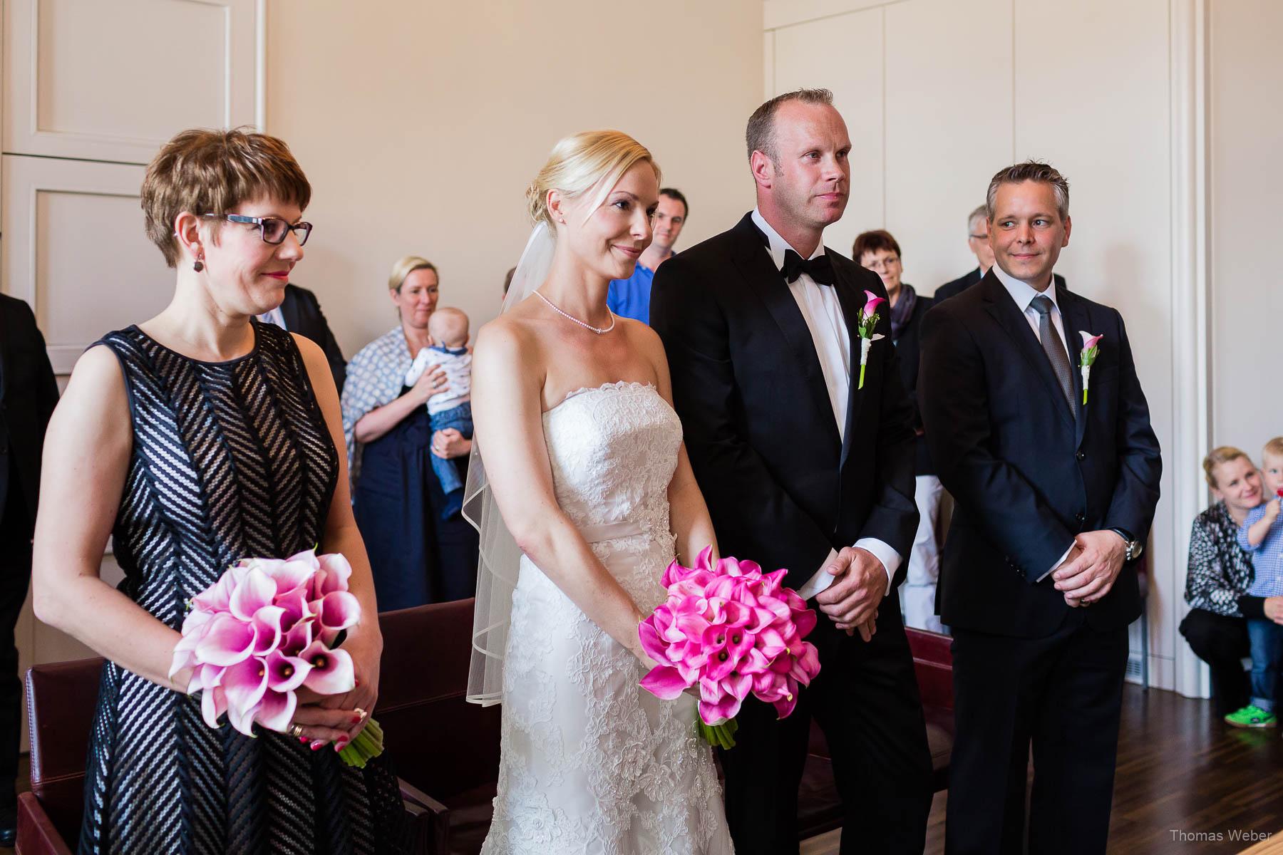 Standesamtliche Trauung im Standesamt am Pferdemarkt in Oldenburg, Hochzeitsfotograf Oldenburg Thomas Weber