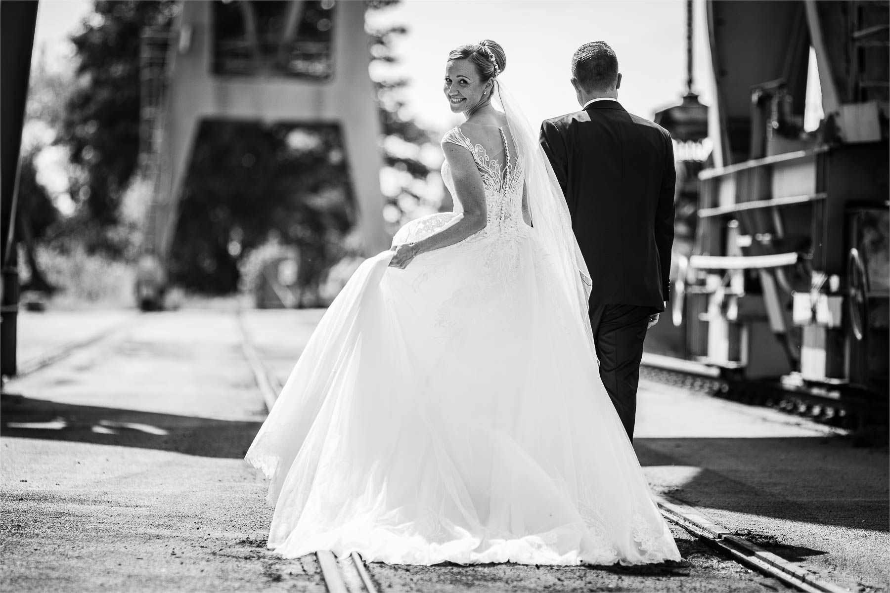 Hochzeitsfotos und Hochzeitsporträts des Hochzeitspaares, Kirchliche Hochzeit in Rastede und Hochzeitsfeier in der Scheune St. Georg Rastede, Hochzeitsfotograf Thomas Weber aus Oldenburg