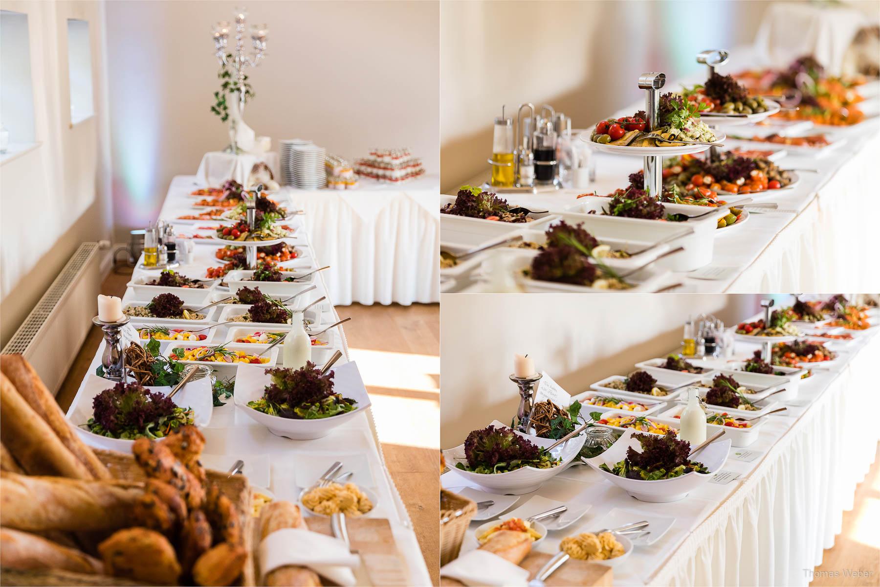 Das Essen auf der Hochzeitsfeier, Kirchliche Hochzeit in Rastede und Hochzeitsfeier in der Scheune St. Georg Rastede, Hochzeitsfotograf Thomas Weber aus Oldenburg