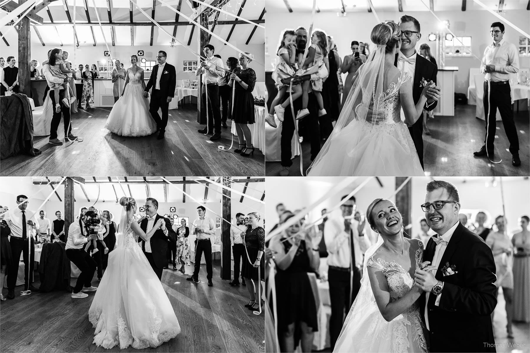 Tanz und Party auf der Hochzeitsfeier, Kirchliche Hochzeit in Rastede und Hochzeitsfeier in der Scheune St. Georg Rastede, Hochzeitsfotograf Thomas Weber aus Oldenburg